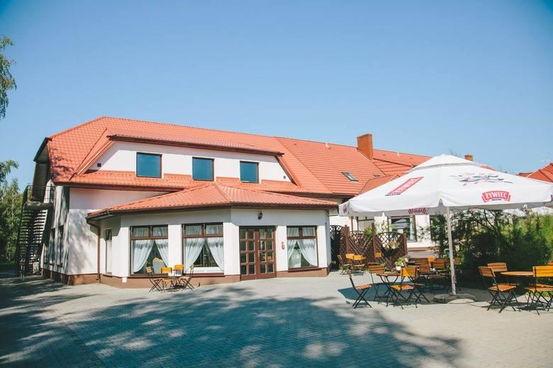 """Restauracja Zodiak w Suchej koło Białobrzegów, przy ekspresowej """"siódemce"""" zaprasza do swojego ogródka od poniedziałku 17 maja, od"""
