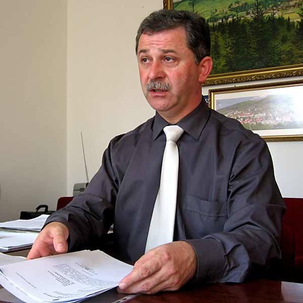 Henryk Sułuja, burmistrz Ustrzyk Dolnych, nie ma wątpliwości: - Sprzedaż ośrodka w Trójcy to najrozsądniejsze rozwiązanie.