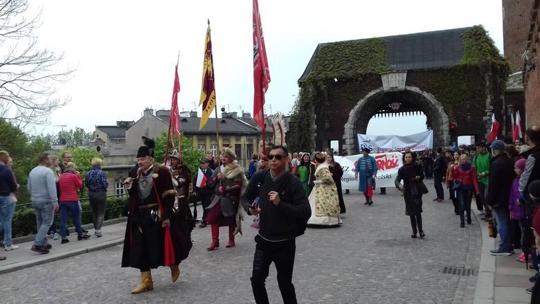 Kraków. Pochód patriotyczny przeszedł ulicami miasta [ZDJĘCIA]