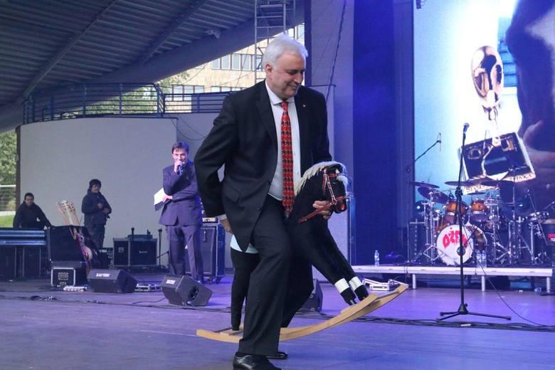 Złote Spinki - gala w opolskim amfiteatrze. Andrzej Sałacki, prezes klubu jeździeckiego, dostał Diamentową Spinkę.