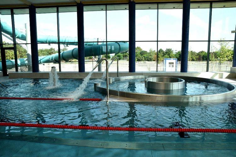 """Na otwarcie basenu """"Piąta Fala"""" mieszkańcy czekają od wielu miesięcy. W końcu - niemal z rocznym opóźnieniem - pływalnia zostanie oddana"""