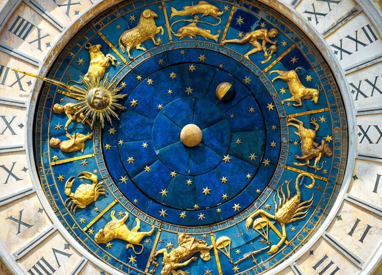 Luty niektórym znakom zodiaku przyniesie drobne smutki, zaś innym powody do radości i zadowolenia. Jednak jak podpowiada horoskop miesięczny na luty