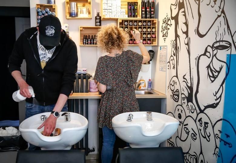 Salony fryzjerskie i kosmetyczne będą musiały dostosować swoje usługi do ostrożnościowych procedur funkcjonowania w nowych warunkach. A to bezsprzecznie