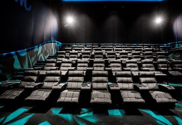 Sala kinowa Helios Dream. W kinie w centrum handlowym Karolinka mają być dwie sale w takim standardzie.