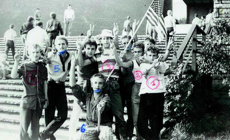 Milicja rozbija demonstrację członków NZS domagających się rejestracji organizacji. Luty 1989 r. Kraków.