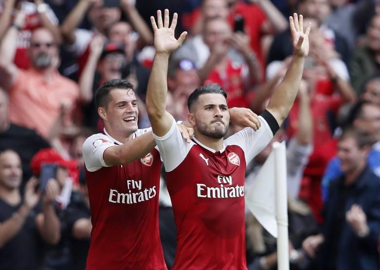 Sead Kolasinac został bohaterem po tym, jak stanął w obronie swoje klubowego kolegi z Arsenalu, Mesuta Oezila. Kierujący autem reprezentant Niemiec został