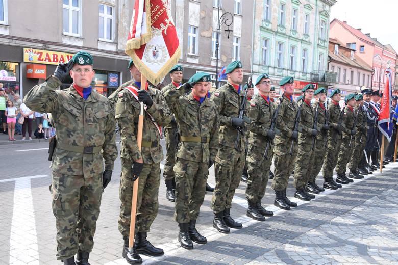 """Jak co roku na Święto Wojska Polskiego przyjechali do Nakła żołnierze 1.Batalionu Logistycznego imienia """"Ziemi Nakielskiej"""""""