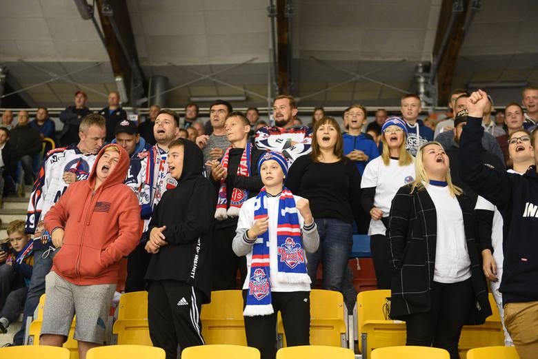 Hokeiści KH Energi Toruń przegrali pierwszy mecz w nowym sezonie. W inauguracyjnym spotkaniu na Tor-Torze lepszy okazał się Lotos PKH Gdańsk. Pierwsza