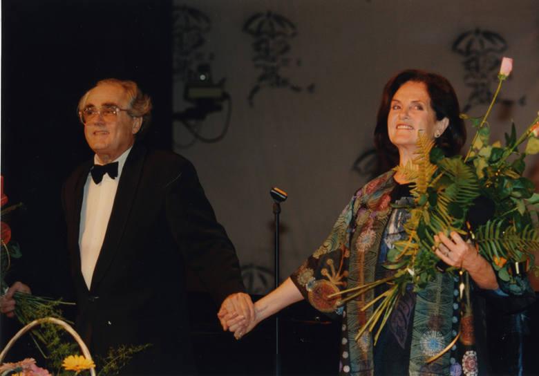 Hiszpańska sopranistka Montserrat Caballé w rozmowie z profesorem Zbigniewem Religą w 1993 roku w Zabrzu.