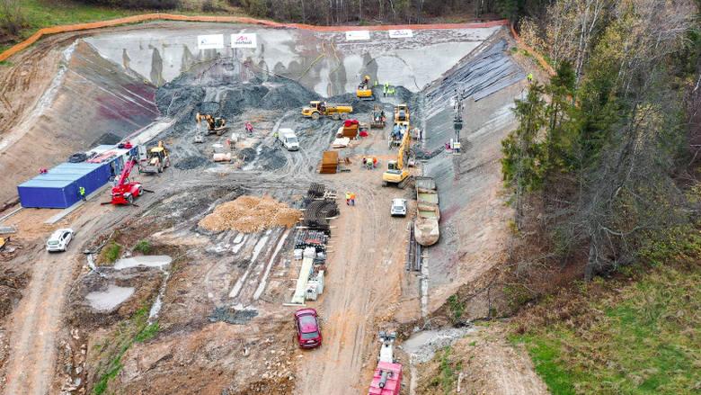 Rozpoczęło się drążenie tunelu na ekspresowej S1 w gminie Węgierska Górka. Powstaje tunel w Przybędzy. Prezentujemy państwu zdjęcia oraz wizualizacje