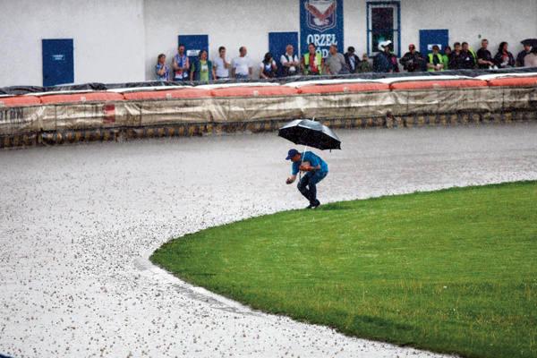 Padający deszcz uniemożliwił rozegranie zawodów na torze przy ul. 6 Sierpnia.