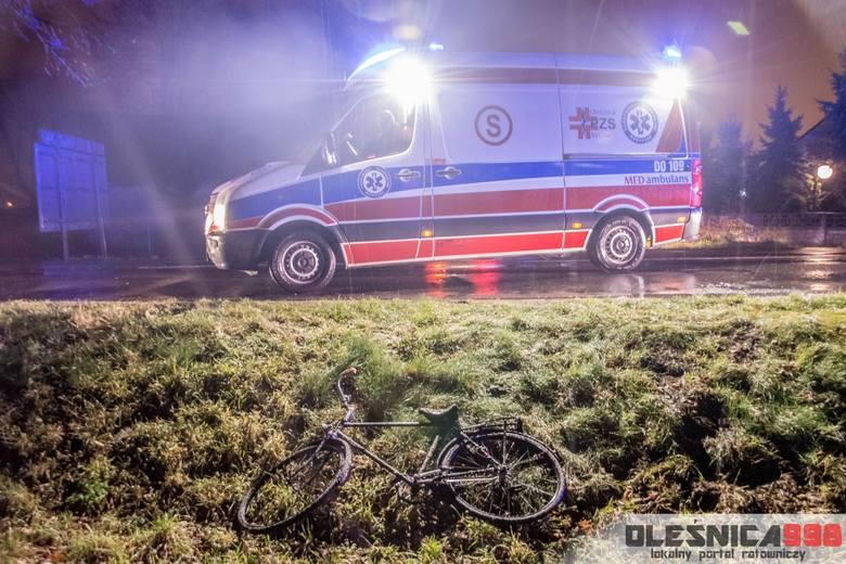 Rowerzysta potrącony przez samochód. Fatalne warunki na drodze
