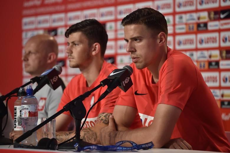 Sezon 2013/2014:Lech Poznań też był wicemistrzem, ale znów pokazał piłkarskiej Polsce dwa wielkie talenty. Jan Bednarek debiutował 23 września 2013 r.