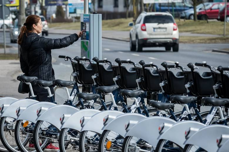 Niemal 400 tysięcy wypożyczeń, ponad 52 tysiące zarejestrowanych użytkowników Bydgoskiego Roweru Aglomeracyjnego - system bije kolejne rekordy, zmienia
