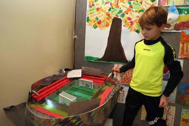 Drugoklasiści ze Szkoły Montessori pokazali swoje wymarzone miasta.Koordynatorką projektu została nauczycielka języka angielskiego – Tatiana Kaszyck