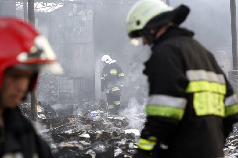 Zarobki strażaków, tak jak we wszystkich służbach mundurowych, zależą od stanowiska oraz premii. Sprawdź najnowsze dane i stawki wynagrodzeń w straży