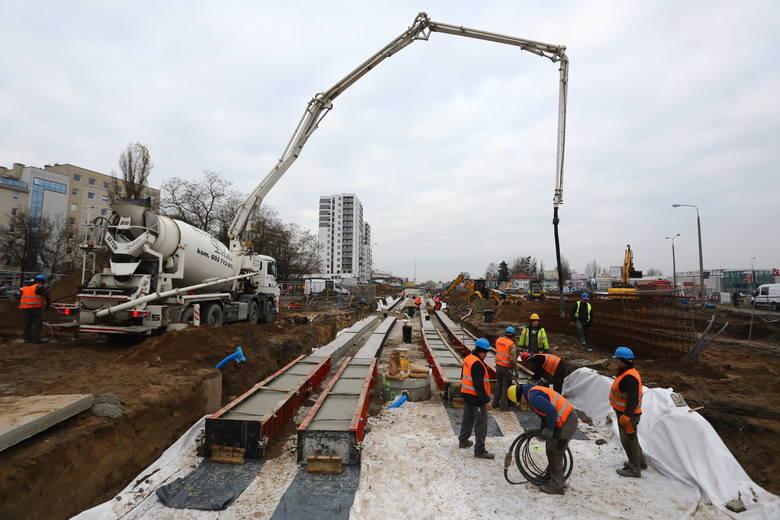 W Poznaniu największą i najważniejszą inwestycją będzie dalsza budowa tramwaju na Naramowice oraz węzła Naramowicka. Budowa trasy tramwajowej na Naramowice