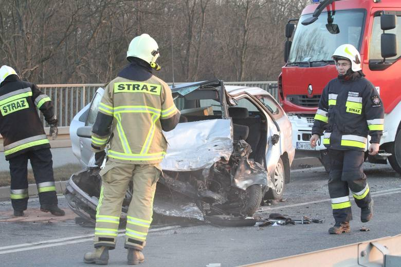 Poważny wypadek na Wschodniej Obwodnicy Wrocławia. Lądował helikopter LPR