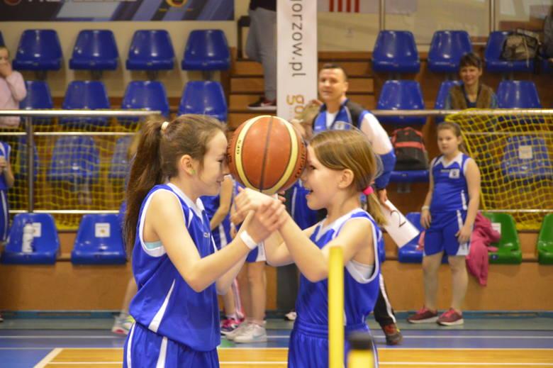 Około setki dziewcząt wzięło w sobotę w Gorzowie udział w przedostatnim turnieju EMBL w tym sezonie. Wszystkie zawodniczki z sobotnich zmagań to jednocześnie