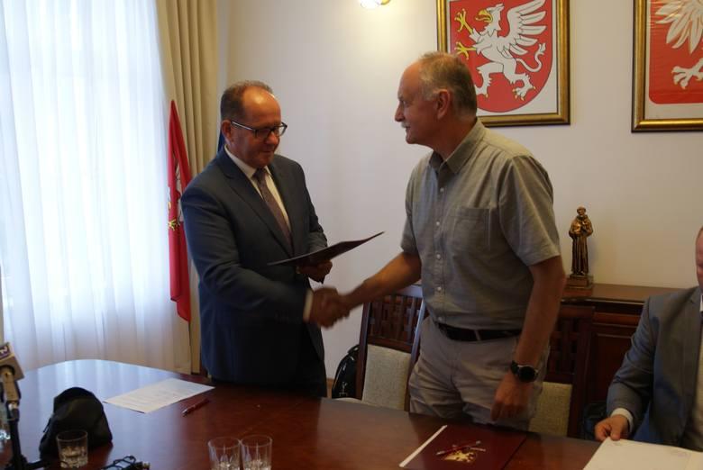 W tym tygodniu w Urzędzie Miejskim w Dębicy podpisano umowę na wykonanie odwiertu poszukiwawczego DĘBICA GT-1.