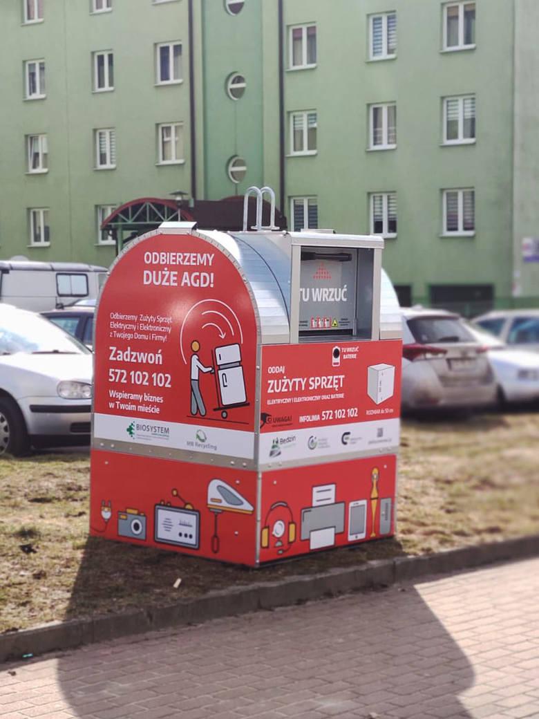 W Będzinie pojawiło się 10 pojemników na elektrośmieci. Miasto zapowiada, że potem staną u nas ule Zobacz kolejne zdjęcia/plansze. Przesuwaj zdjęcia