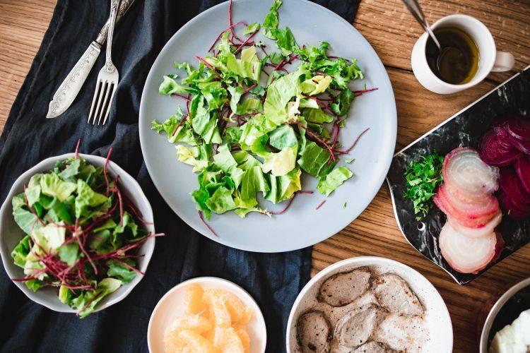 Co jeść żeby schudnąć? Czego nie jeść aby schudnąć? Lista pokarmów, które regulują metabolizm. Dzięki tym produktom stracisz na wadze