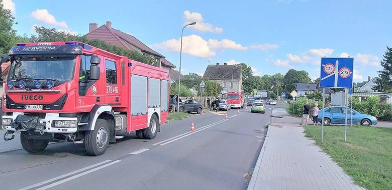 Do kolizji doszło w środę, 14 sierpnia, w Skwierzynie. Strażacy OSP Skwierzyna zajęli się uszkodzonymi pojazdami zabezpieczając je.Kierująca fiatem stilo