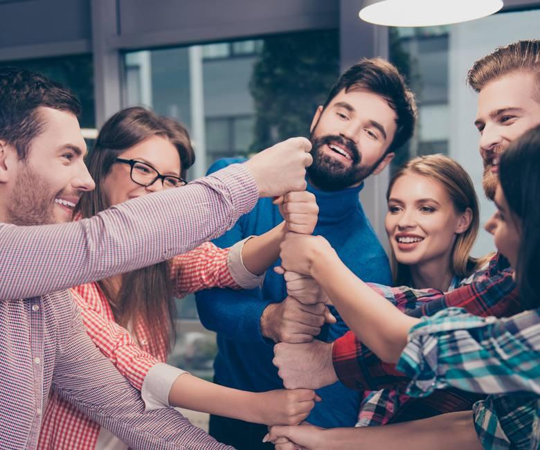 Coraz więcej firm korzysta z profesjonalnych narzędzi do komunikacji, zarządzania projektami i delegowania zadań. Wśród nich prym wiodą takie narzędzia,