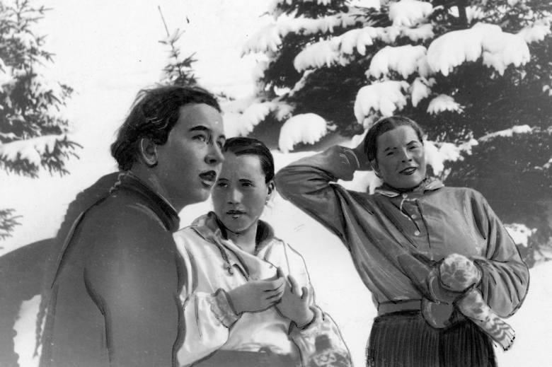 Helena Marusarzówna (z lewej) z Janiną Czechówną i Zofią Stopkówną podczas zawodów w Zakopanem. Rok 1938