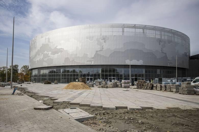 Znamy nowe terminy oddania do użytku obiektów Radomskiego Centrum Sportu. Hala ma być gotowa do 31 kwietnia 2021 roku, natomiast stadion do końca grudnia