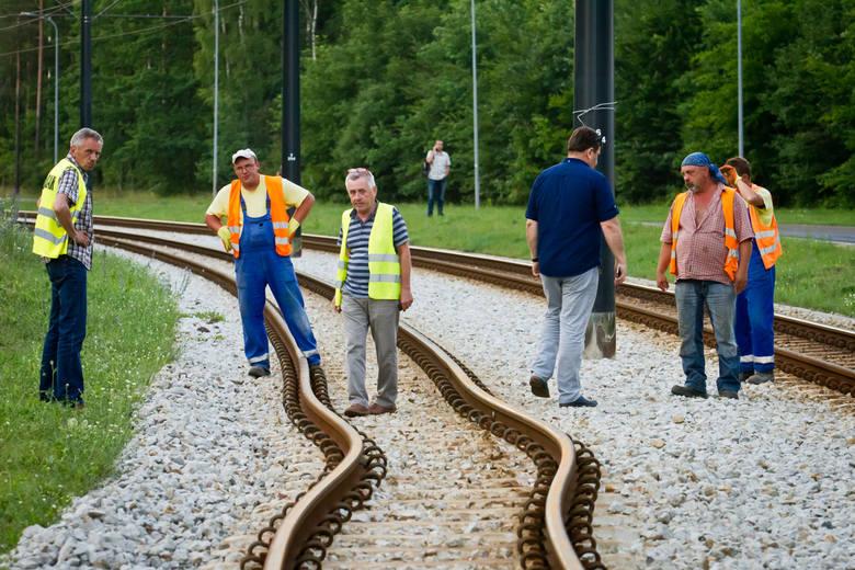 Jak informują drogowcy, ruch tramwajowy w stronę Fordonu jest wstrzymany. Z powodu uszkodzenia torowiska w ciągu ulicy Lewińskiego, od Przylesia do Wyścigowej