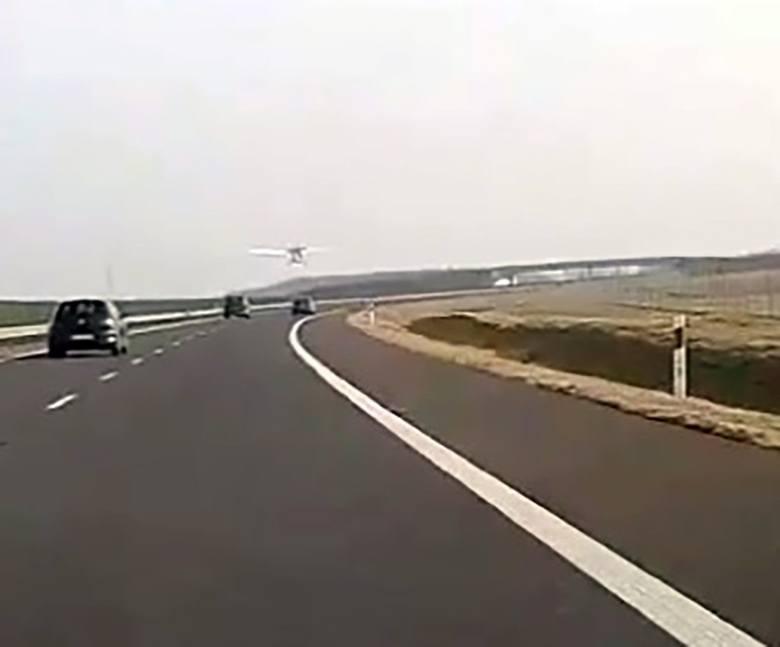 Do niebezpiecznego zdarzenia doszło, 17 lutego, na S3 na odcinku z Gorzów-Skwierzyna. Samolot nagle zaczął lecieć nisko nad samochodami jadącymi trasą