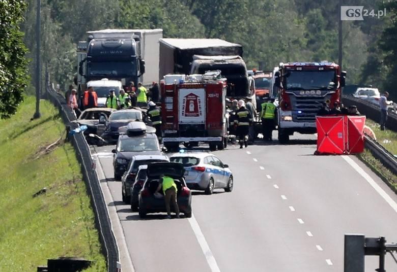 Szczecińska policja szuka świadków wypadku na A6. Masz filmik z wypadku? Zgłoś się