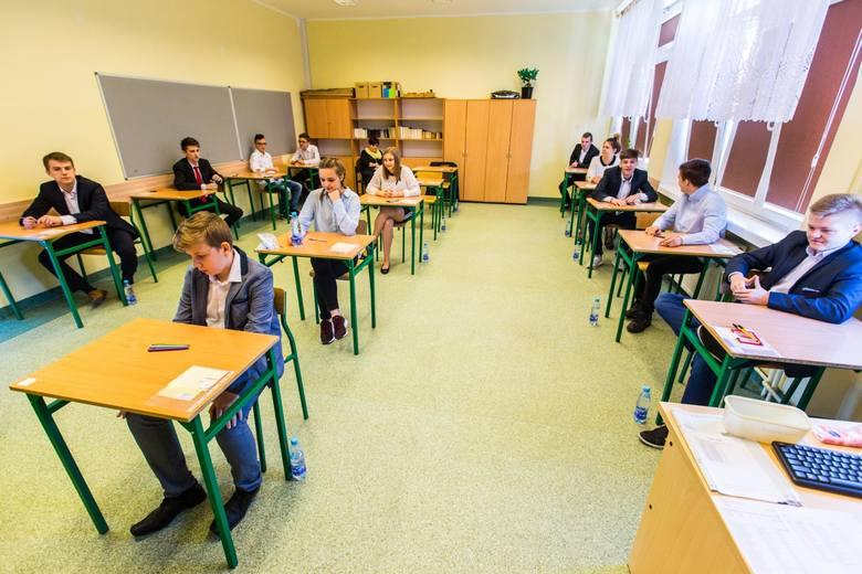 Egzamin gimnazjalny 2018. Uczniowie napisali już egzamin z języków obcych na poziomie podstawowym. Przedstawiamy odpowiedzi oraz arkusze z dzisiejszego