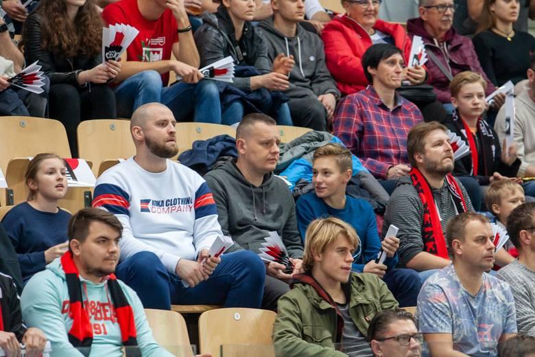 """Enea Astoria wygrała w hali """"Arena"""" ze Spójnią Stargard 90:82 w meczu Energa Basket Ligi. To pierwsza wygrana Asty przed własną publicznością"""