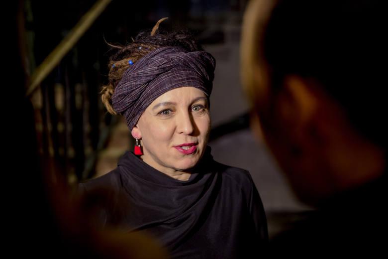 Nie ma wątpliwości, że Olga Tokarczuk zasłużyła na literackiego Nobla, jak mało która polska pisarka. Jej powieści cieszą się nie tylko popularnością