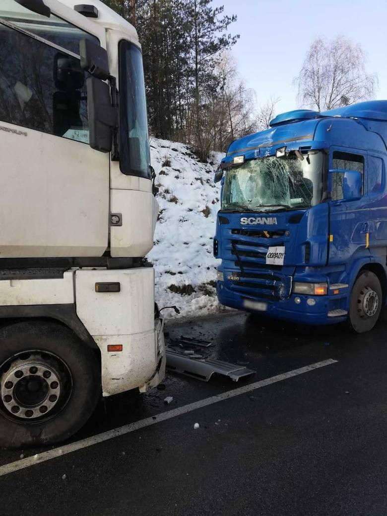 - Kierujący ciężarowym renault 46-letni mieszkaniec powiatu golubsko-dobrzyńskiego nie dostosował prędkości do warunków i po wyjechaniu w łuku stracił