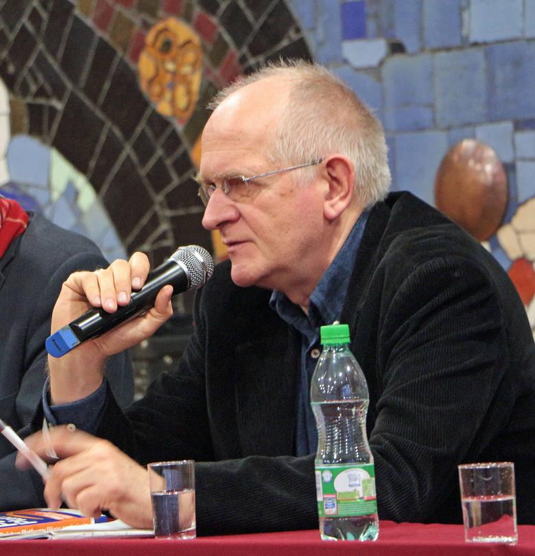 Zygmunt Raaba (przy mikrofonie) był jednym z... jedenastu uczestników debaty o mediach narodowych w Grudziądzu:- PO nie propagowało narodowościowej idei mediów. Trzeba to zmienić.