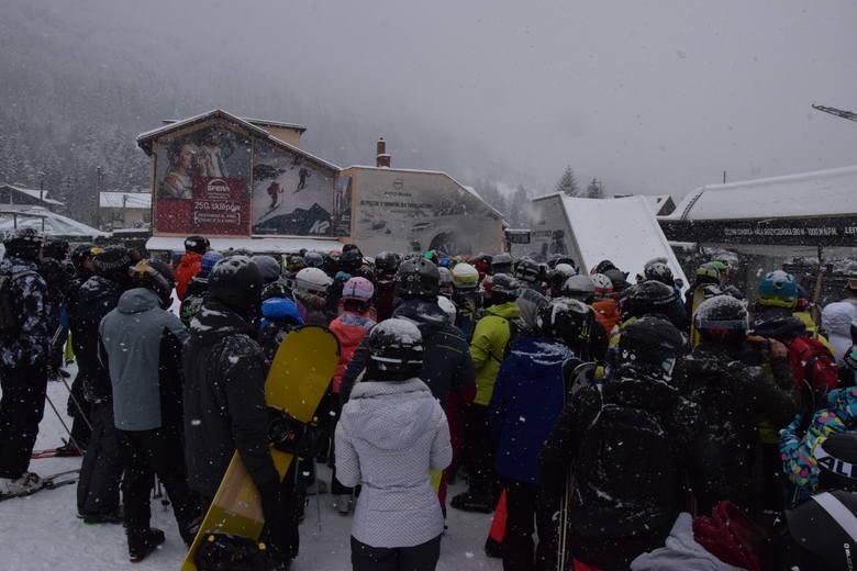 Ośrodki narciarskie w Beskidach są oblegane.więc bardzo ważna jest odpowiedzialność społeczna – zakrywanie ust i nosa, zachowywanie odstępów i dezynfekcja