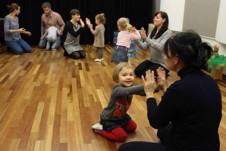 Czym skorupka za młodu nasiąknie, czyli szkoły muzyczne dla kilkuletnich dzieci [ZOBACZ FILMY]