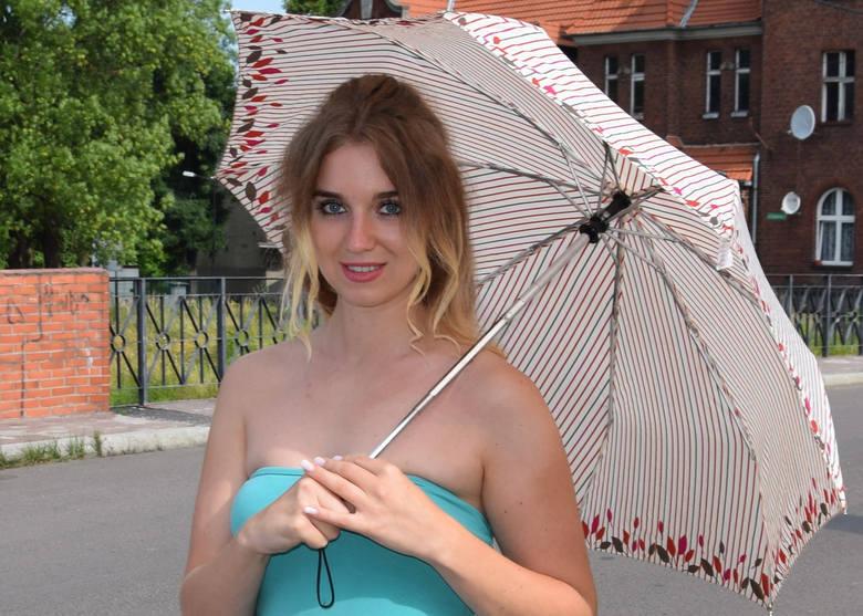 Jak mała dziewczynka z parasolką wyrosła nam na piękną kobietę [20 LAT PO POWODZI]