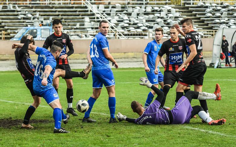 W 14. kolejce IV ligi piłkarskiej poloniści ze Sportowej przerwali 4-meczową serię meczów bez wygranej, a Budowlani kontynuują dobrą serię meczów przy