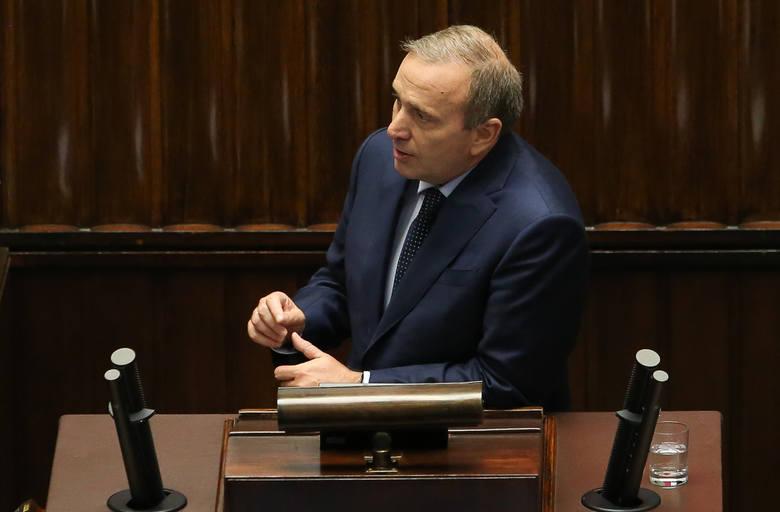 Grzegorz Schetyna wypada lepiej od swojego największego politycznego rywala. Lider Platformy Obywatelskiej ma na swoim koncie co prawda tylko 21 wypowiedzi