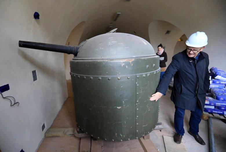 Za niecały rok zostanie otwarty nowy oddział Muzeum Okręgowego – Muzeum Twierdzy Toruń. Zobaczcie, jak aktualnie wygląda obiekt znajdujący się naprzeciwko