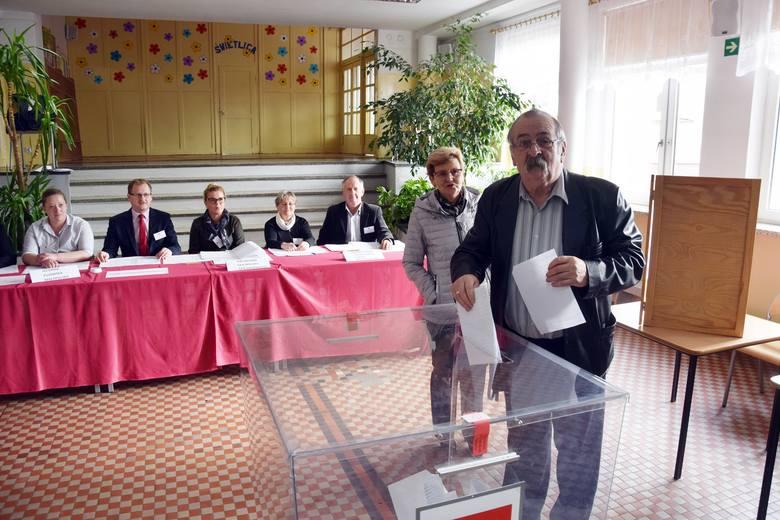 Głosowanie w wyborach parlamentarnych w Miastku. Bez incydentów (zdjęcia)
