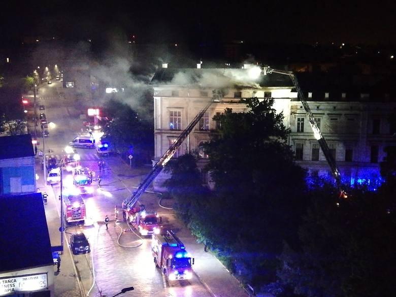 Pożar kamienicy przy Dworcu Świebodzkim. Ewakuowano 60 osób