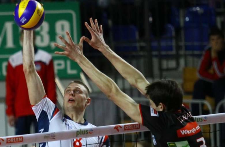 Środkowy Zaksy Jurij Gladyr (w ataku) w ostatnich meczach imponuje wysoką dyspozycją.