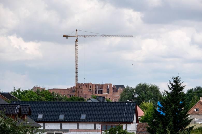 Budowa zamku w Stobnicy