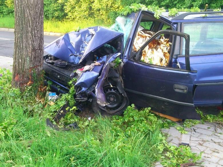 W Bobowicku doszło do tragicznego wypadku. W rozbitym oplu zginął kierowca z Międzyrzecza.