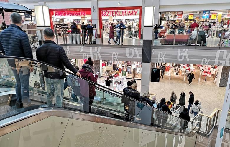 W ostatnich latach z Polski zniknęło kilkanaście zagranicznych marek sklepów odzieżowych i obuwniczych.Których sklepów już nie ma lub niedługo nie będzie